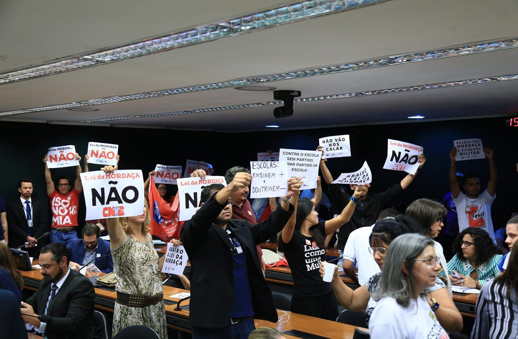 Reunião da Comissão que avalia o tema foi interrompida por protestos