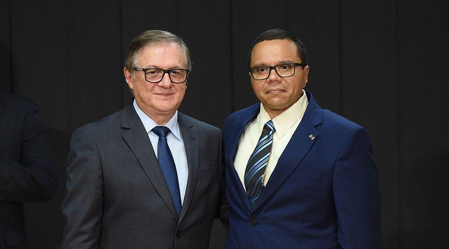 """O ministro da Educação, Velez Rodrígues, e seu aluno indicado para a Secretaria de Regulação e Supervisão (Seres), Marco Antônio Barroso Faria. A empresários, Farias disse que o setor """"é o cartório do MEC"""""""