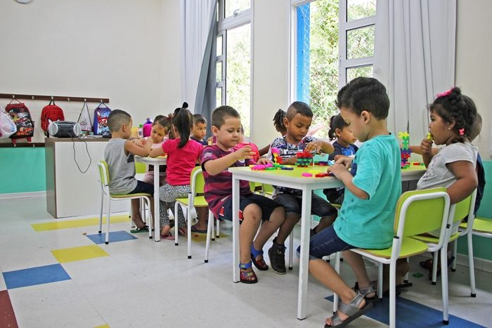 Ingresso aos cinco anos altera os estágios de desenvolvimento infantil e é equívoco do governo